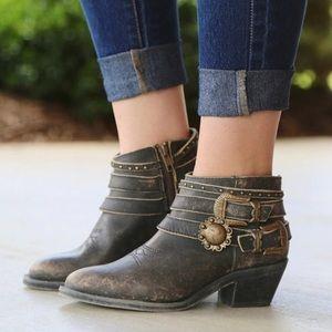 Corral Distressed Multi Strap Shortie Boots 405